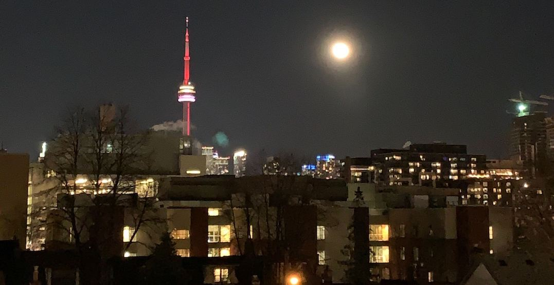 A gorgeous supermoon rose over Toronto last night (PHOTOS)