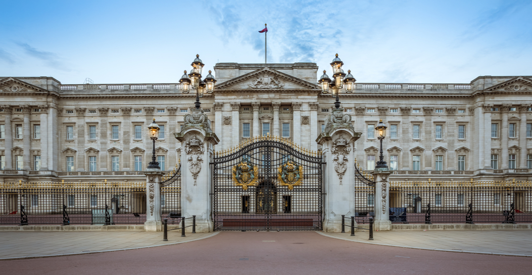 Live the life of luxury through this virtual tour of Buckingham Palace