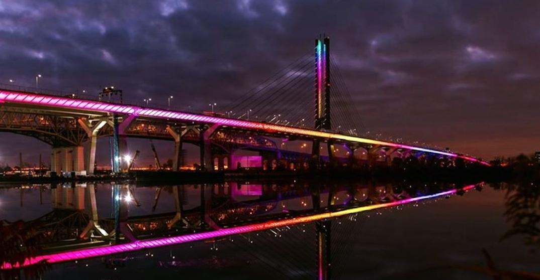 The Champlain bridge lit up in rainbow colours last night (PHOTOS)