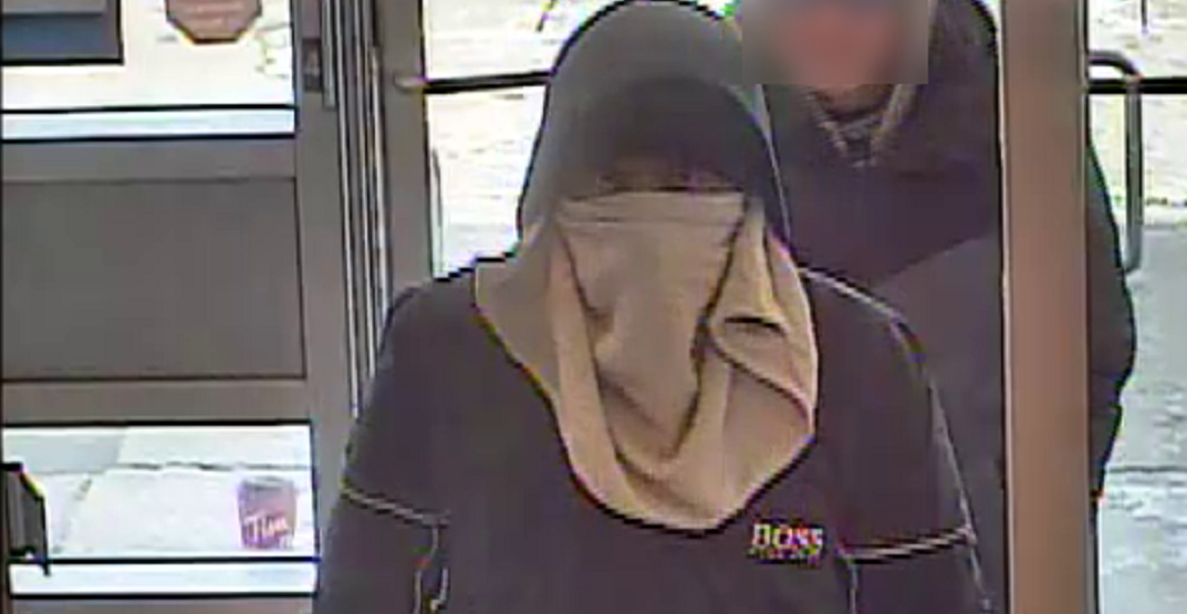 Man allegedly robs bank with towel wrapped around his face