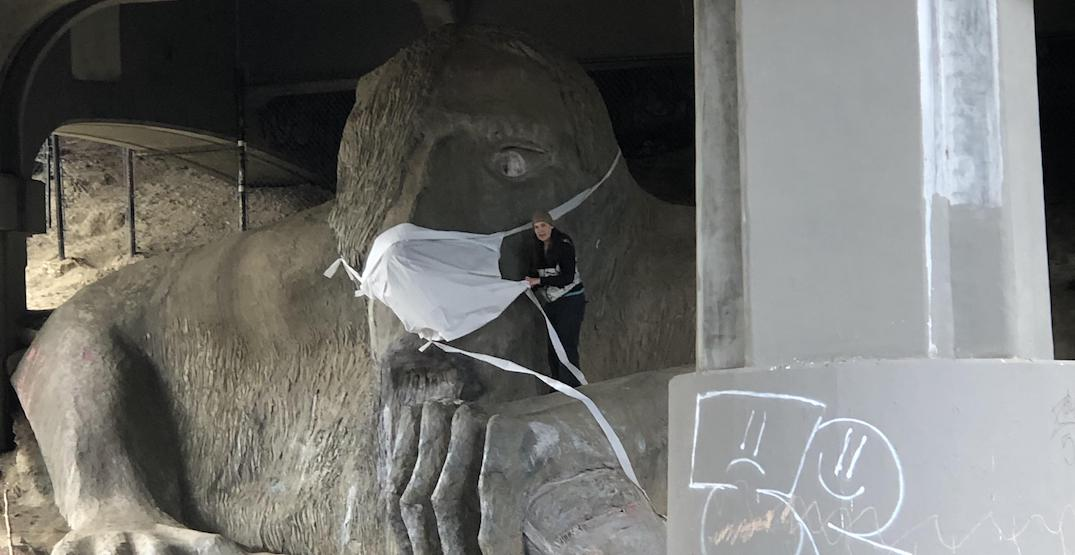 Someone put a giant face mask on the Fremont Troll (PHOTO)