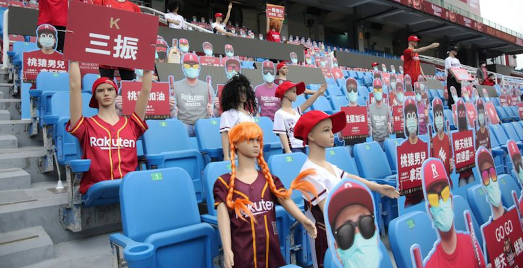 Taiwan baseball league returns with robots and mannequins in the stands (PHOTOS)