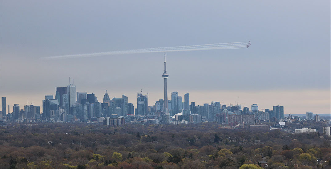 Canadian Forces Snowbirds fly over Toronto (PHOTOS)