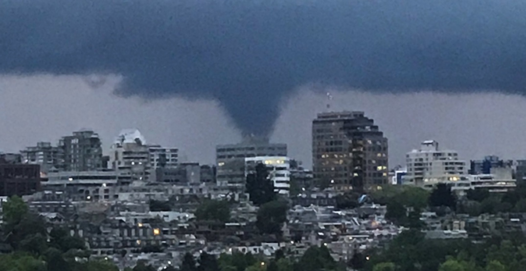 Funnel cloud spotted near Vancouver (VIDEO)