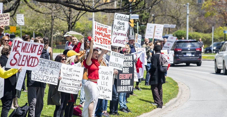Anti-lockdown protestors returned to Queen's Park on Saturday (PHOTOS)