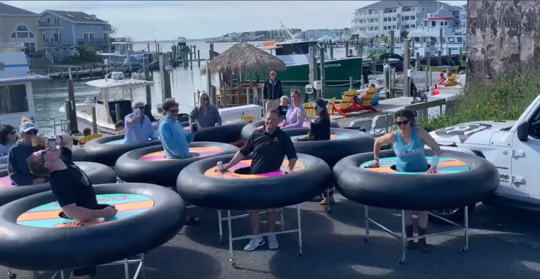 "A Maryland restaurant is using ""bumper tables"" for physical distancing (VIDEOS)"