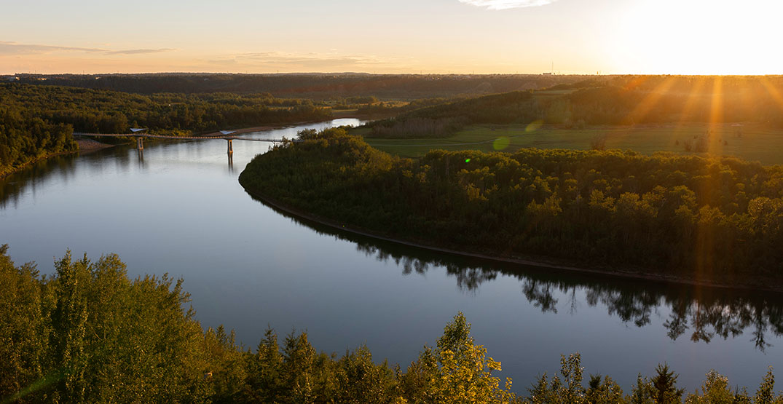 Edmonton warns people to stay away from banks of North Saskatchewan River