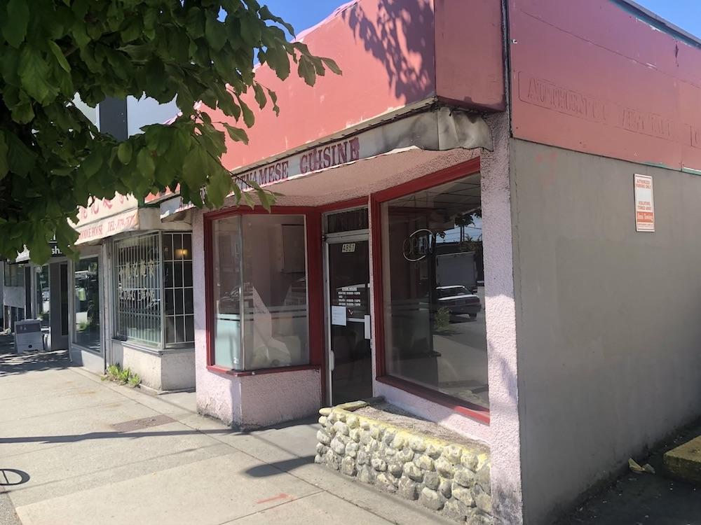 Au Petit Cafe closed