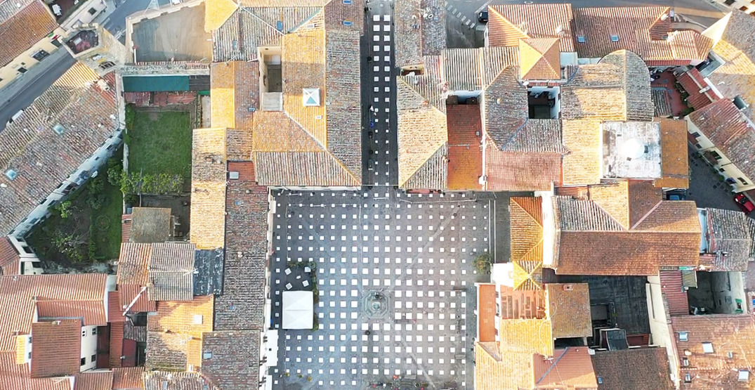 Italian town installs a grid in its piazza for physical distancing (PHOTOS)