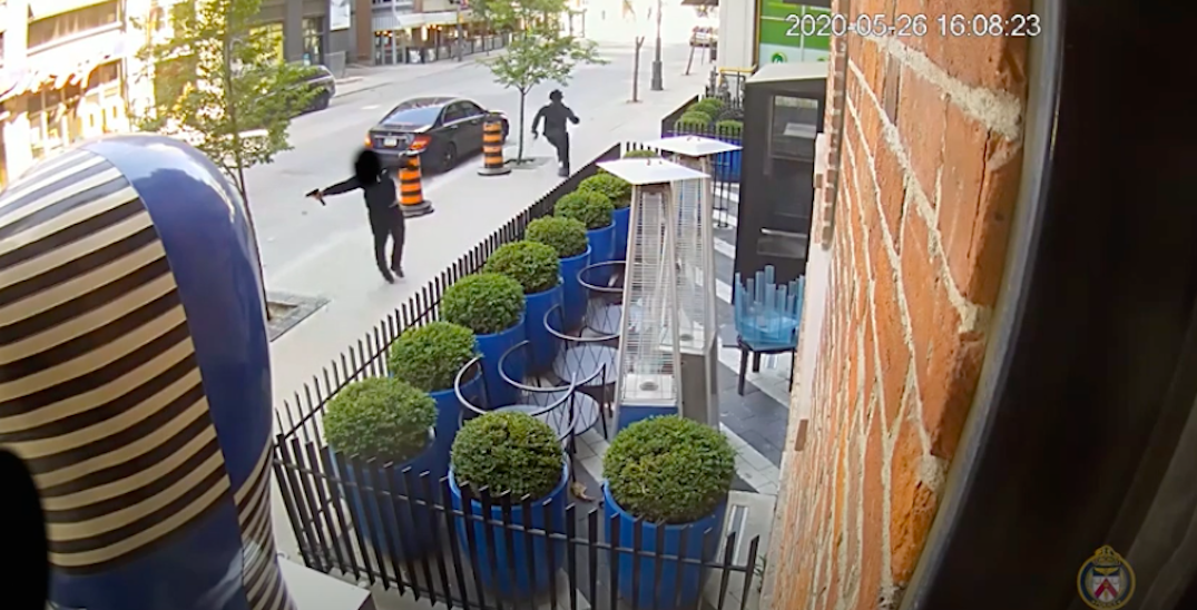 Police release dramatic footage of gunfight targeting Toronto rapper (VIDEO)