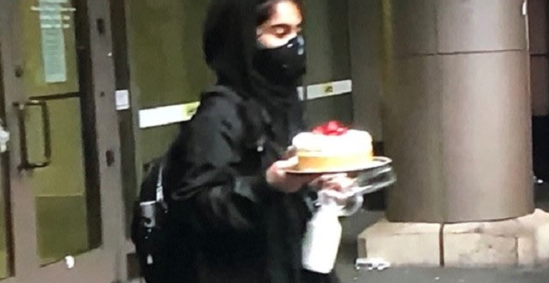 Woman steals an entire cheesecake during Seattle protests (VIDEO)