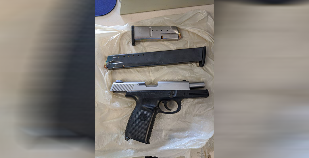 21-year-old allegedly forgets bag with loaded gun in store, returns to get it
