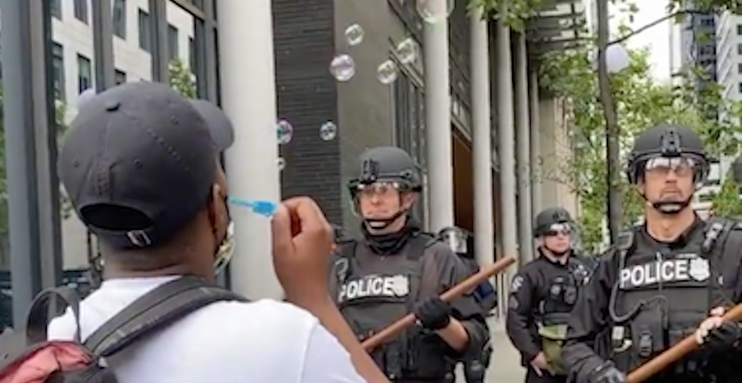 A protester was seen blowing bubbles at the Seattle police (VIDEO)