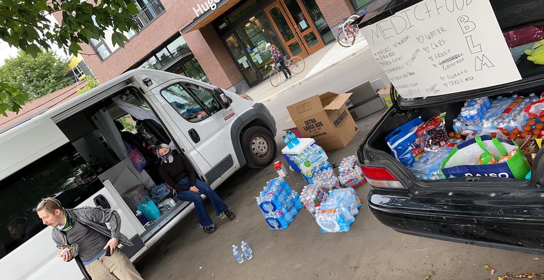 Seattleites have set up aid stations for protesters (PHOTOS)
