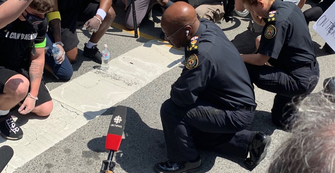 "Toronto Police Chief Mark Saunders just ""took a knee"" with protesters (PHOTOS)"