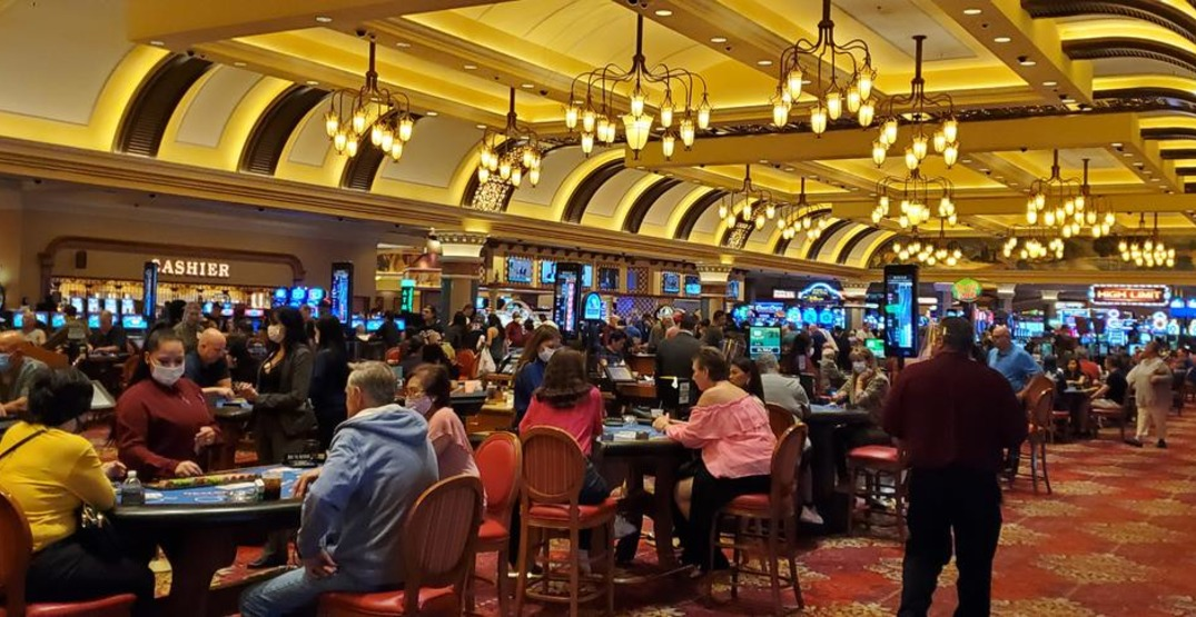 Crowds flock to Las Vegas casinos after reopening (VIDEOS)