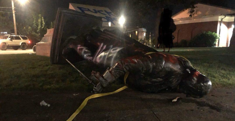 Portland protesters topple George Washington statue (VIDEOS)