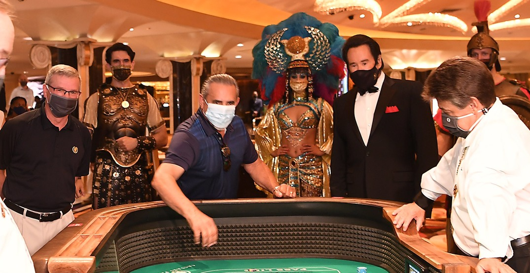 Vegas gamblers now have to wear masks at table games