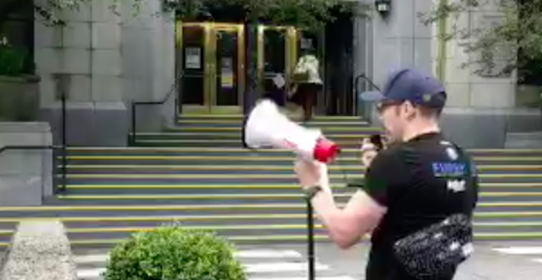 Man uses megaphone to air grievances at Vancouver mayor outside city hall (VIDEO)