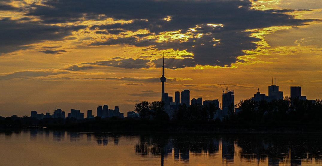 Environment Canada issues weekend heat warning for Toronto