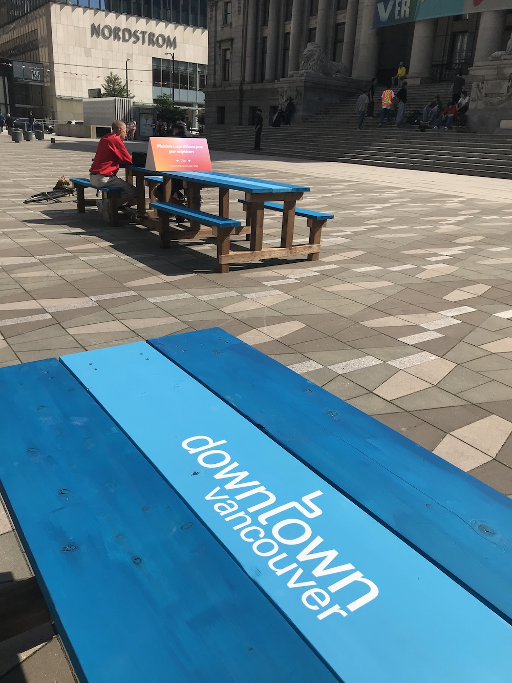 vancouver art gallery north plaza picnic tables