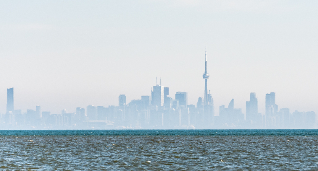 "Environment Canada warns of ""deteriorating air quality"" in Toronto"