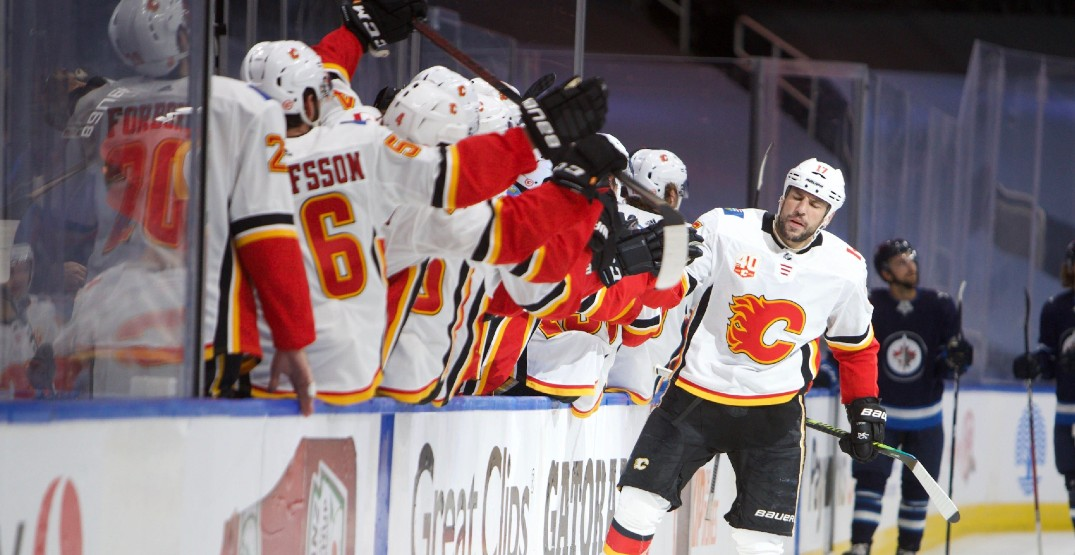 Six-goal outburst lifts Flames past Jets in Game 3