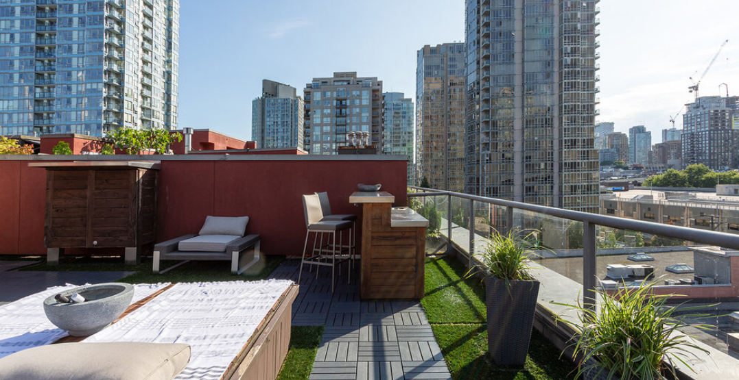 $1M Yaletown penthouse features huge rooftop terrace overlooking the city