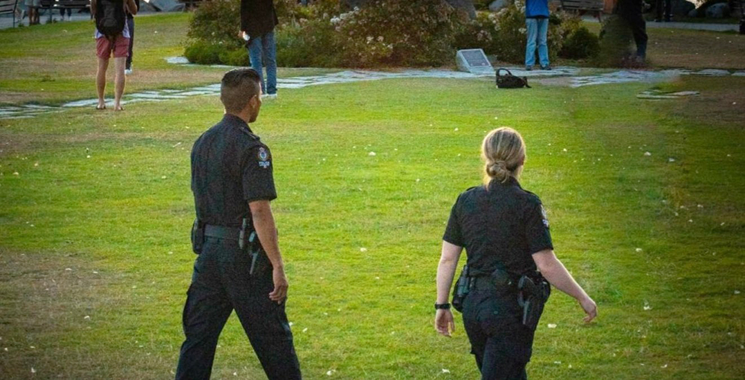 Man arrested after bear spraying random people in English Bay: VPD