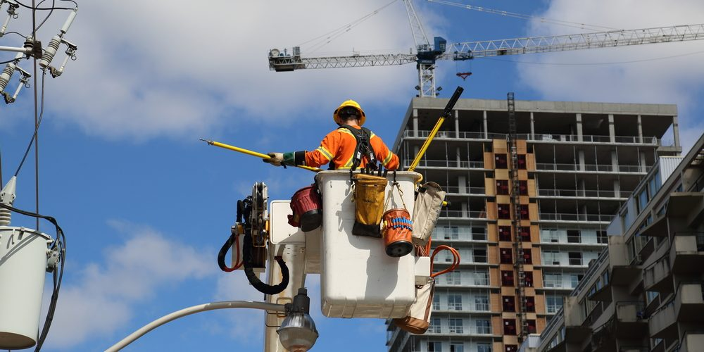 """Power outages reported in """"large area"""" of Toronto's west end"""