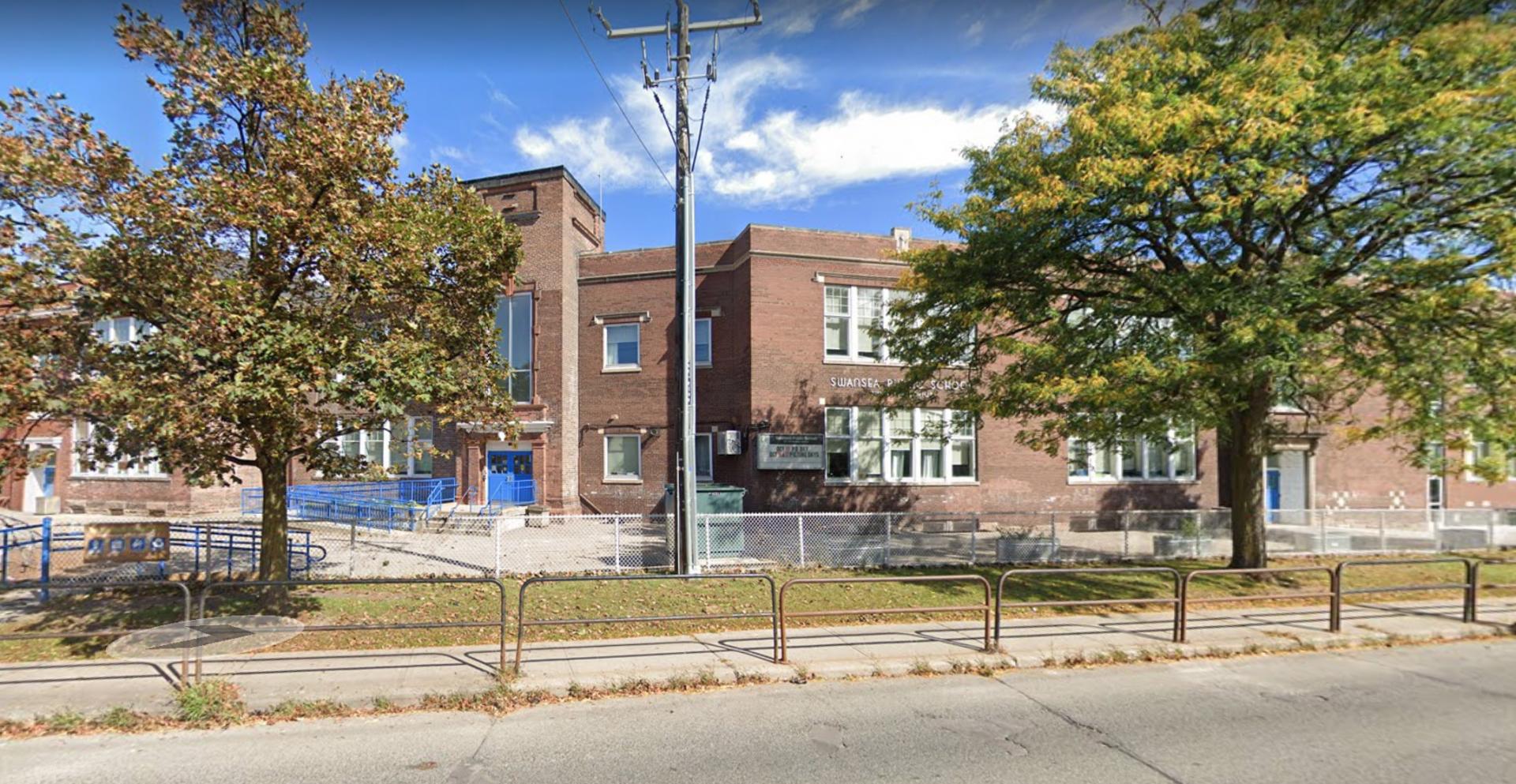 Staff coronavirus case forces Toronto kindergarten class to self-isolate