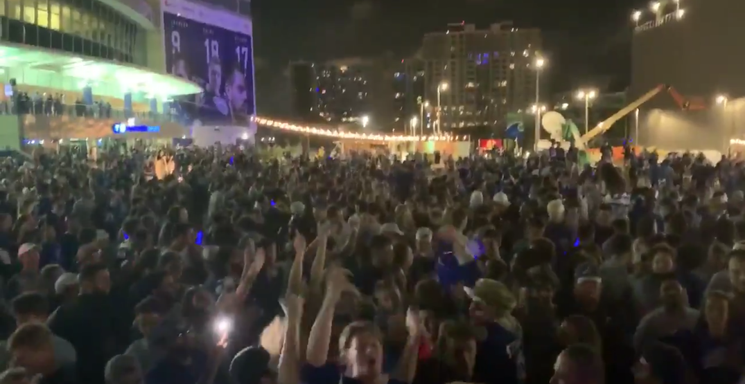 Lightning fans celebrate Stanley Cup without social distancing (VIDEOS)
