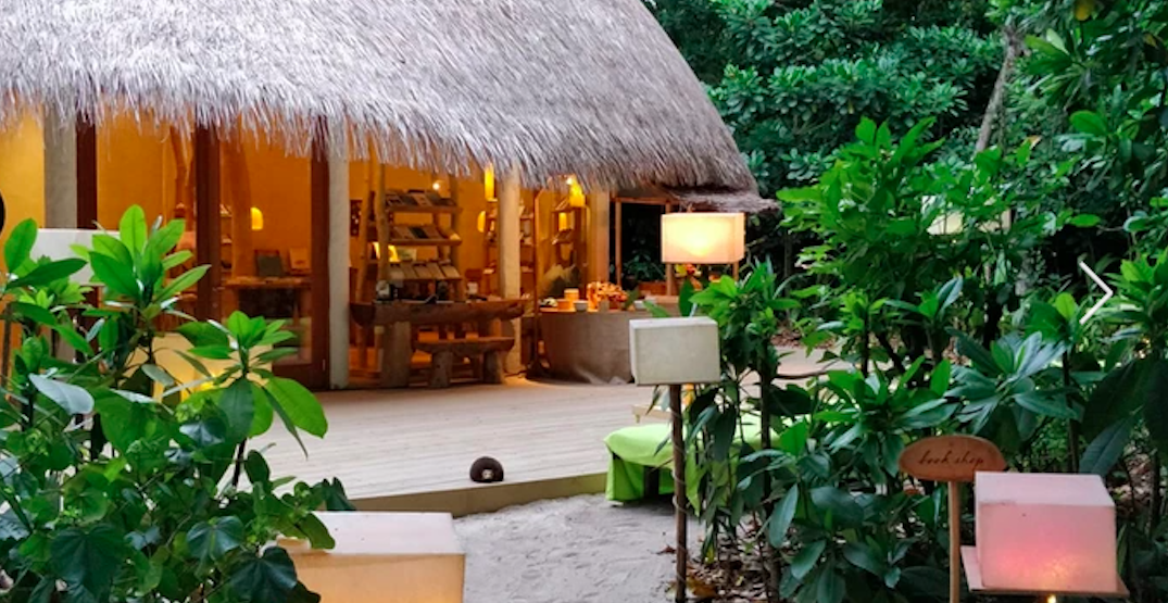 """A luxury eco resort in the Maldives is looking for a live-in """"barefoot bookseller"""""""