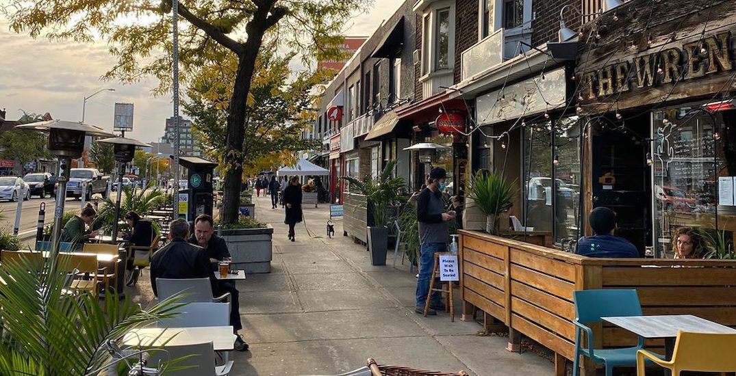 Toronto neighbourhood giving out free blankets, gift cards to patio patrons