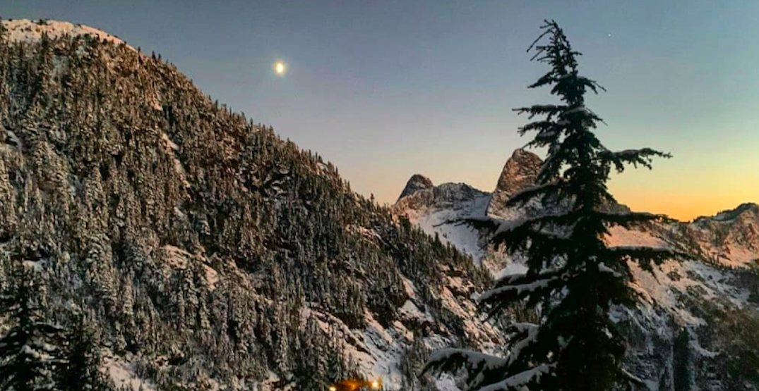"""Lost hikers rescued on North Shore found with """"frozen solid"""" clothing"""