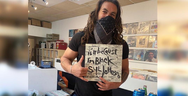 Jason Momoa spotted at Toronto record shop (VIDEO)