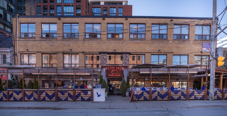 Toronto bar transforms outdoor patio into cozy winter oasis