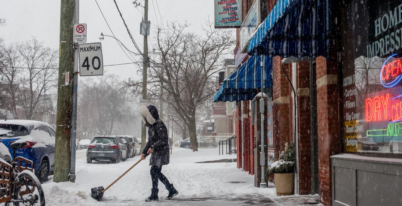 Toronto to expand snow removal program to downtown sidewalks