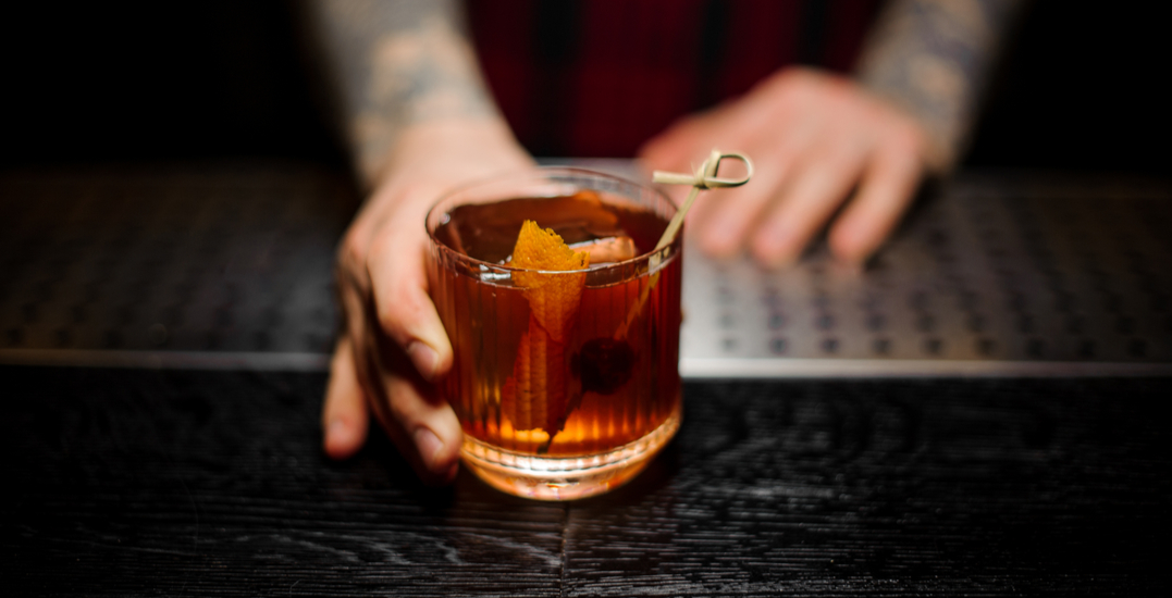 How to simply and quickly make an Old Fashioned or a Manhattan at home