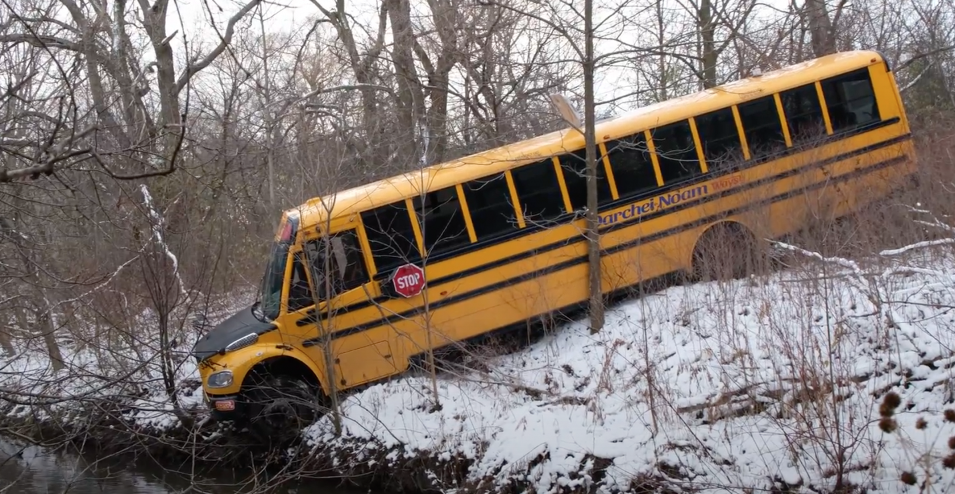 Two stolen school buses ditched in pond north of Toronto (VIDEO)
