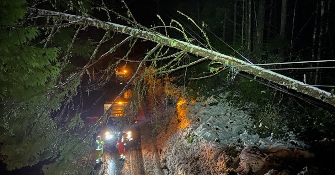 Thousands without power as storm hits BC's South Coast