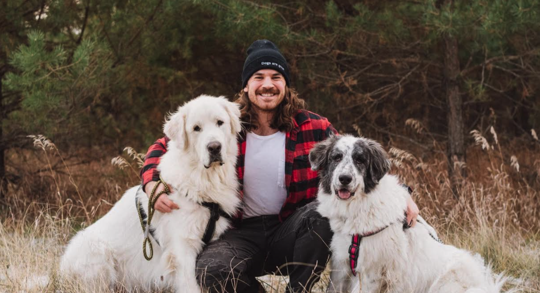 Pro football player creates vegan food blog to help animal shelters