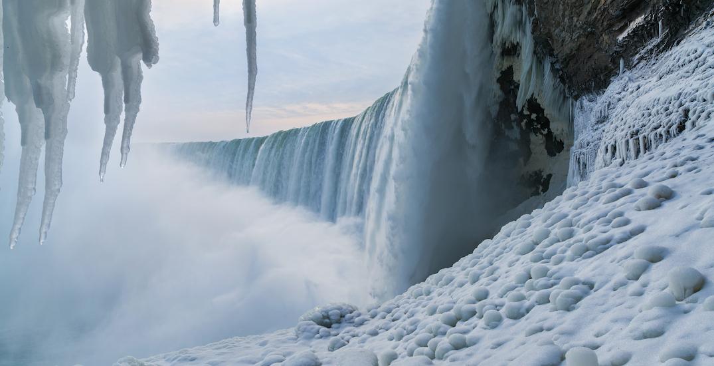 Niagara Falls is so cold its a frozen winter wonderland (PHOTOS)