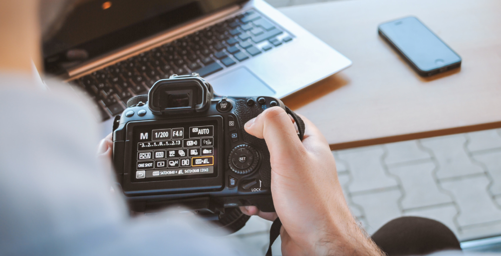 What are the best file formats to save digital images?