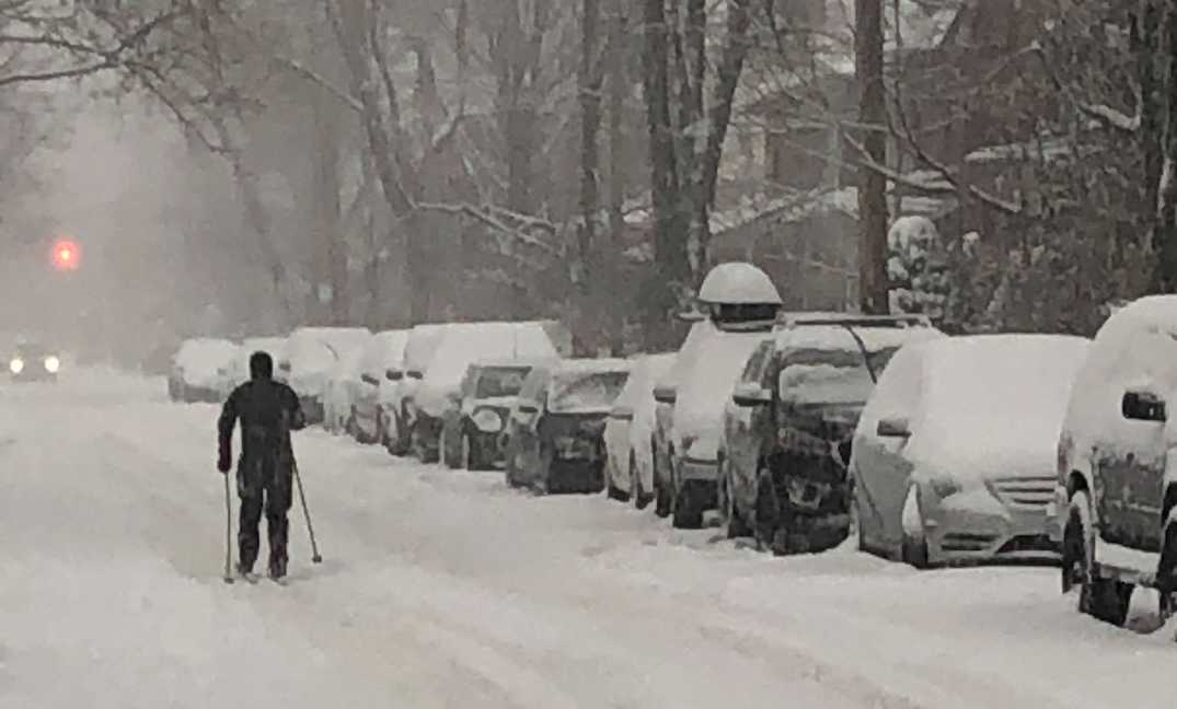 There's so much snow someone was spotted skiing on a Toronto street (PHOTO)