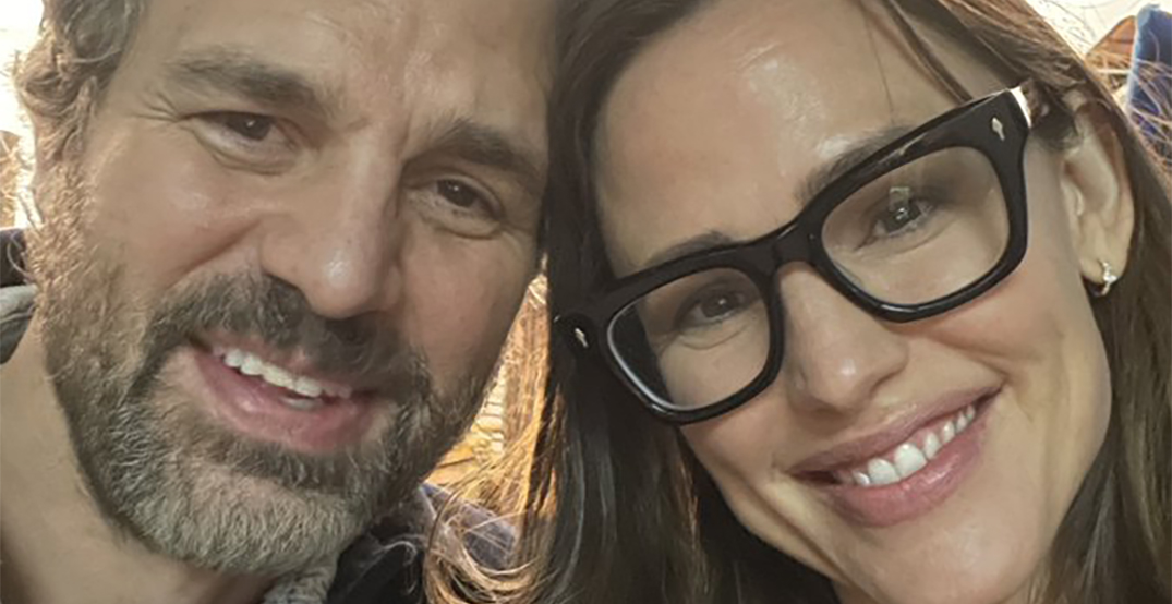 "Mark Ruffalo and Jennifer Garner share ""13 Going on 30"" memories while filming in Vancouver"