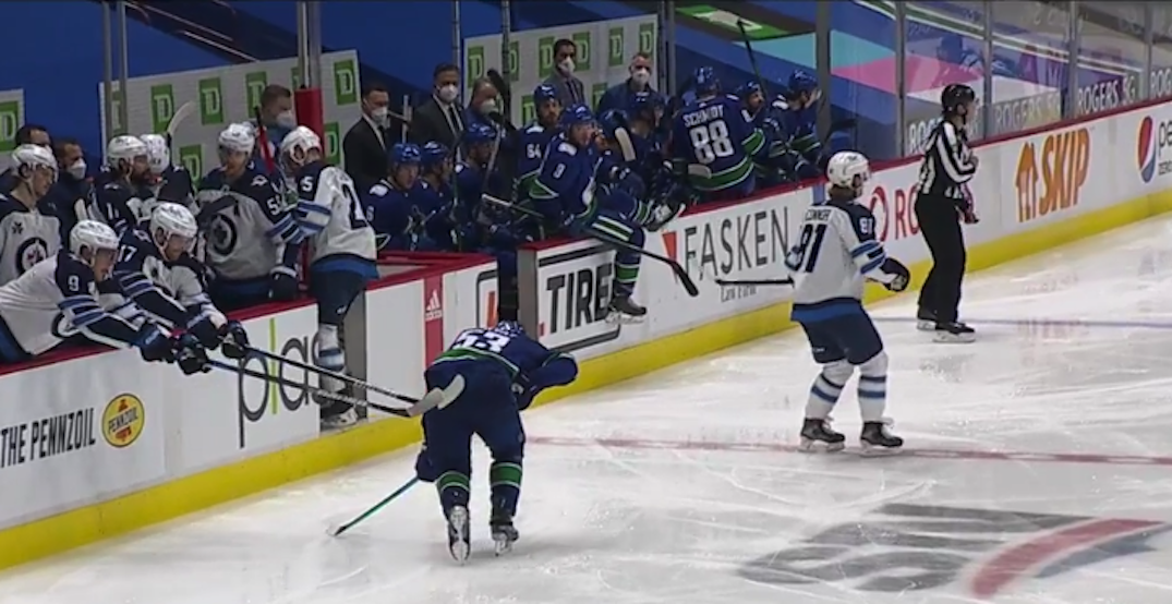 Classy Jets players help injured Canucks captain Horvat get off the ice (VIDEO)