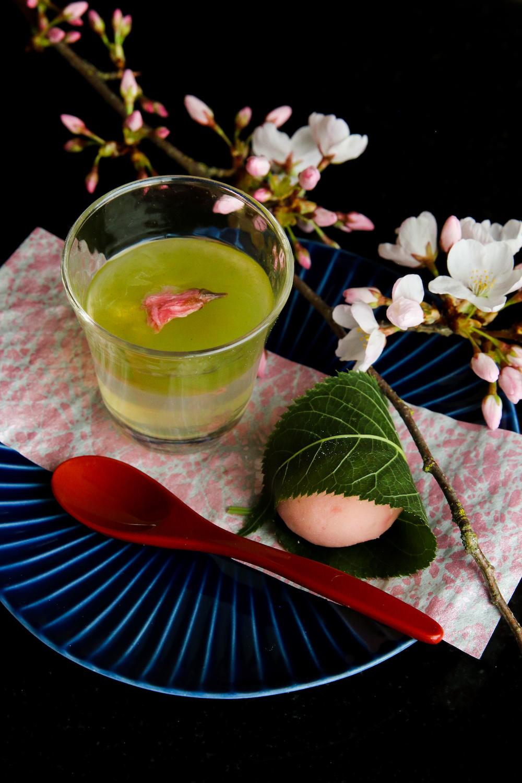 sakura eats