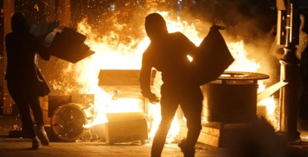 Hundreds defy Montreal's COVID-19 curfew in destructive protest