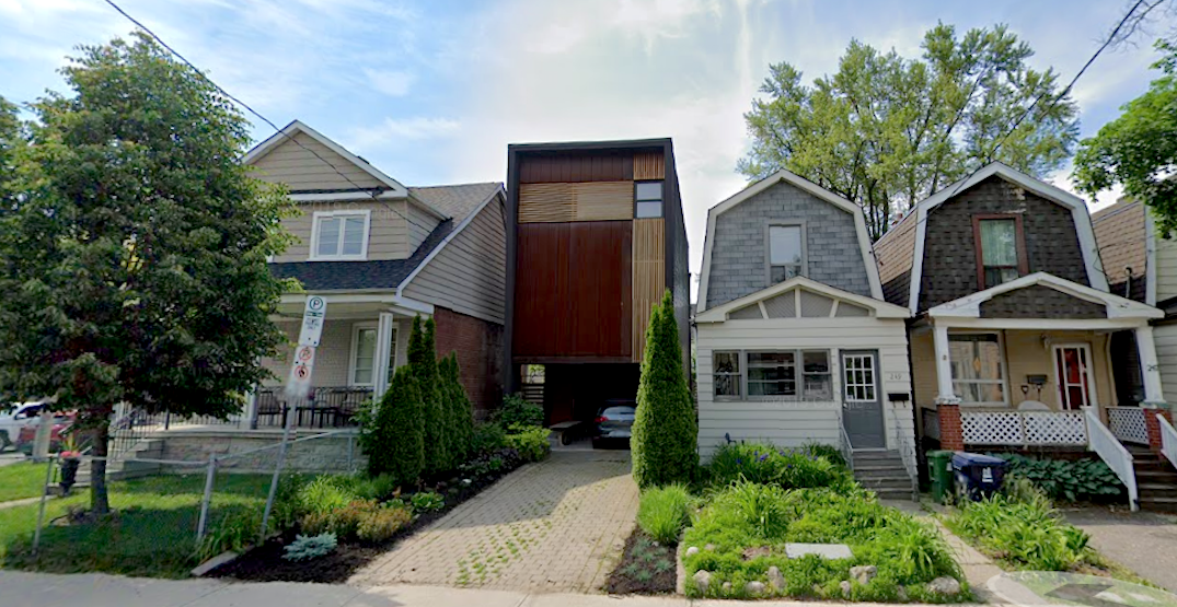Boxy Toronto modern home gets torn apart on Twitter